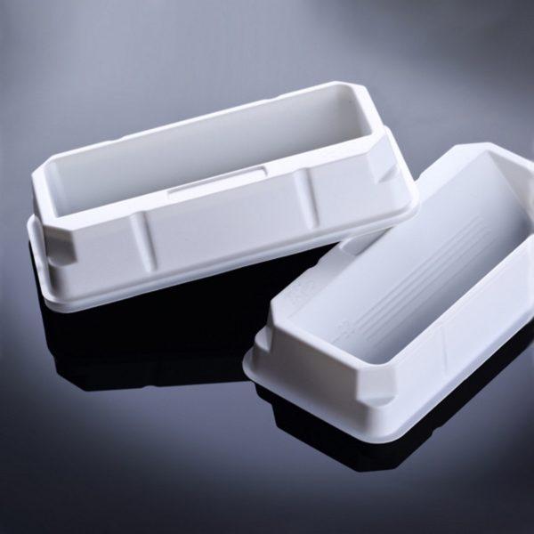 Białe zbiorniki na odczynniki