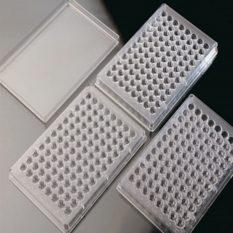 Płytki reakcyjne z 96 dołkami i przykrywki