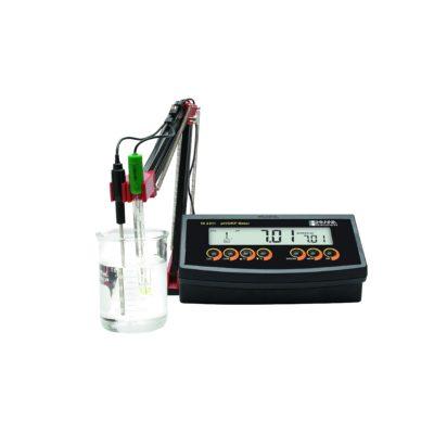 Mikroprocesorowy przyrząd laboratoryjny do pomiaru pH, mV i °C