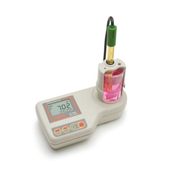 pH-metr HI 208 z wbudowanym mieszadłem magnetycznym-1