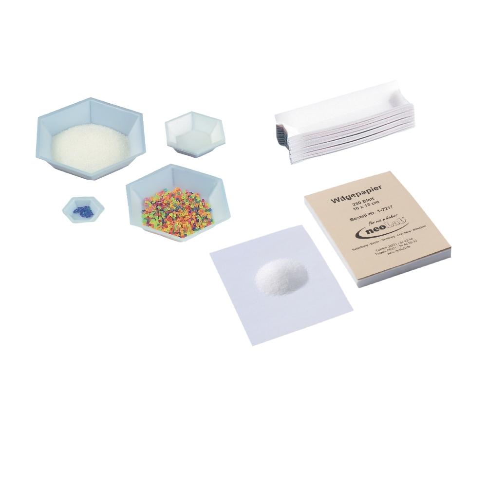 Naczynka, papier, szalki wagowe